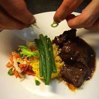 rundvlees met nasi kuning